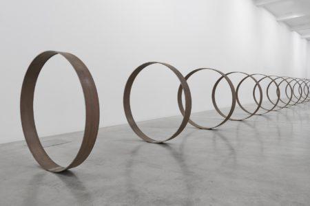 Rayyane Tabet, SteelRings, 2013, photograph Rayyane Tabet - Sfeir-Semler Gallery